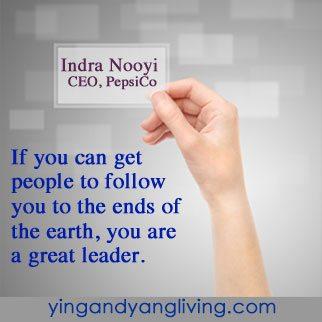 Hand-w_-Business-Card---NooyiYY