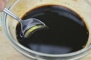 Mix-Soy-Sauce-with-Sugar-Oil