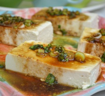 Tofu with Soy Sauce and Sesame Seed Dressing